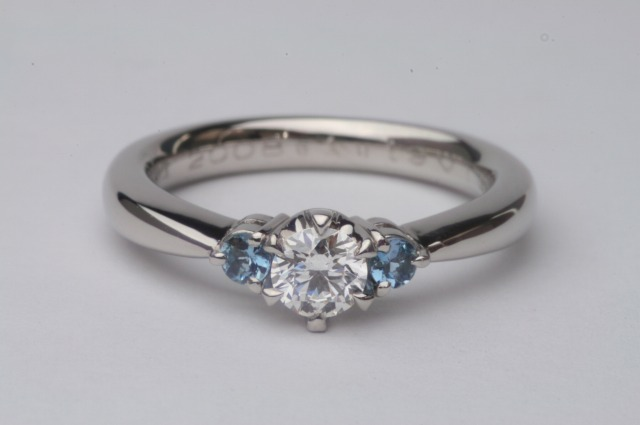 エンゲージリング(婚約指輪)